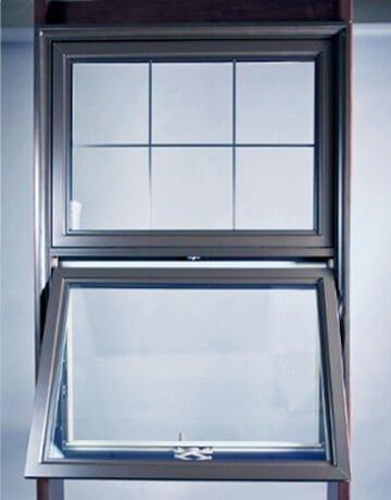 Photo d'une fenêtre à auvent